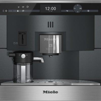 Einbau-Kaffeevollautomat mit Nespresso-System für unkomplizierten Komfort und Genuss in Kapselform.  • Perfekter Milchschaum für Kaffeespezialitäten - Cappuccinatore  • Platz für 20 Nespresso-Kapseln in 5 Sorten - Kapselmagazin  • Patentiertes Türsystem mit komplett öffnender Front - ComfortDoor  • Leichte Reinigung im Geschirrspüler - ComfortClean  • Geschmacksvorlieben selbst speichern - Genießerprofile