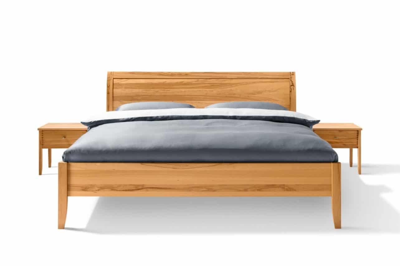Bett Sesam in Kernbuche mit Kopfteil Holzfüllung. Sesam Bettt in 160x200 cm.