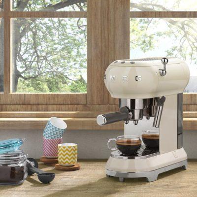 smeg-espresso-kaffeemachine-creme-massives-wohnen-schulte-luedenscheid